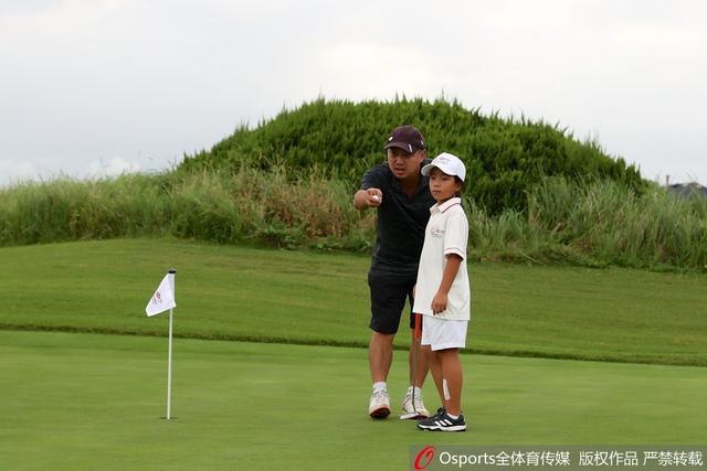 2018年9月13日, 2018汇丰青少年总决赛:刘宇婕参赛,父亲刘国梁旁边悉心指导。