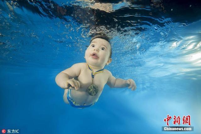 乌克兰敖德萨,摄影师拍摄水下萌宝,画风唯美。