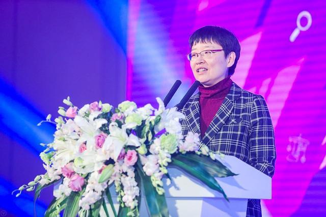 12月7日上午,由新浪网育儿频道主办的新浪2017早幼教高峰论坛在北京隆重举办,政府单位领导、育儿专家、行业机构、明星爸妈、自媒体人、投资人等近千位嘉宾莅临现场共襄盛会,就早幼教行业的关注热点和未来发展进行深度探讨。