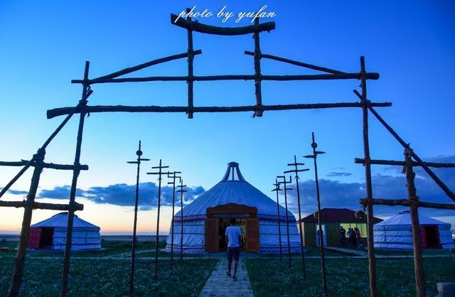 宝德尔石林,又叫北国石林或草原石林,位于苏尼特左旗东北部150公里、达来苏木与蒙古共和国交界处,占地约三十平方公里【图文:新浪博客@重庆渝帆】
