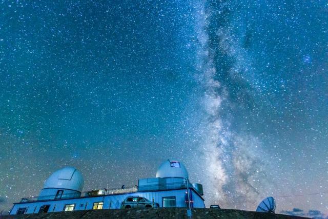 """西藏阿里被称为是""""人类文明赖以守护的最后一片净土"""",明亮的星空不进吸引世界各地的游客,更因空气清洁度高、科学家和天文学家也将这里作为探索宇宙奥妙的基地。【图文:新浪博客@大侠-V5】"""