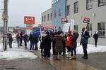 加拿大高中教师将再次罢工:苦了家长开心了学生们