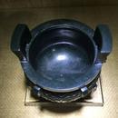 竊曲紋圓鼎2 和田玉籽料墨青 76x78x90mm 325克 2003年 18萬