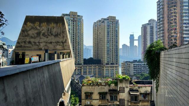 凯旋路电梯,位于重庆渝中区联升巷11号,是国内首次将室内电梯用于城市公共交通,对于很多重庆人来说,凯旋路电梯就是他们儿时的记忆。新浪重庆  王唯/摄