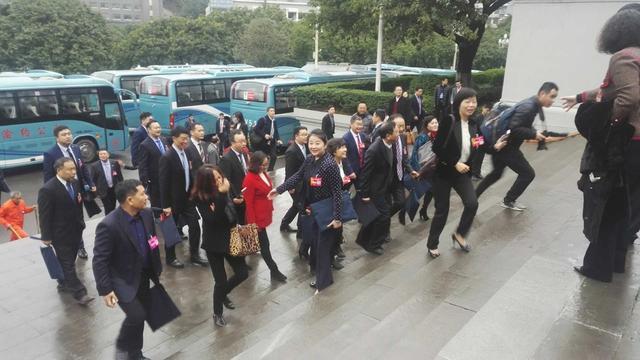 重庆市政协五届一次会(25)日上午9时30分开幕。