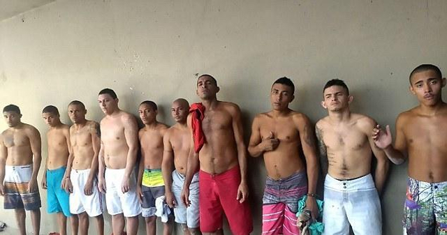 据英国媒体9月13日报道,在巴西东北部皮奥伊州特雷西纳市(Teresina)的一所监狱,有十名囚犯正打算越狱。然而,他们失败了,令人啼笑皆非的是,其中一名囚犯在越狱过程中,竟卡在了天花板里。