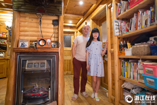 廖文琦的父亲为女儿打造了一个62平方米全实木的小屋,从设计到施工,琦爸足足花了2年时间。