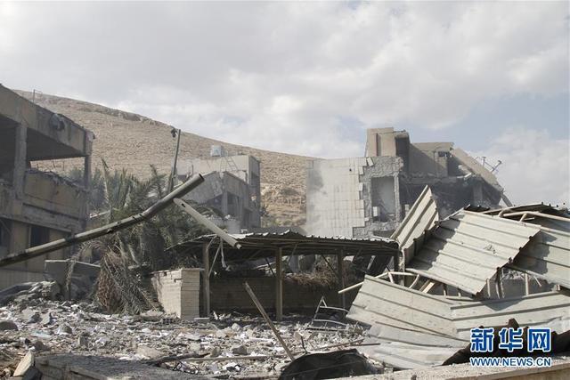 这是4月14日在叙利亚大马士革东北部拜尔宰地区拍摄的遭袭的科学研究中心。当地时间14日凌晨,叙利亚境内政府和军方多处目标突遭美国、英国和法国三国联合空袭。 新华社发(梅马里摄)