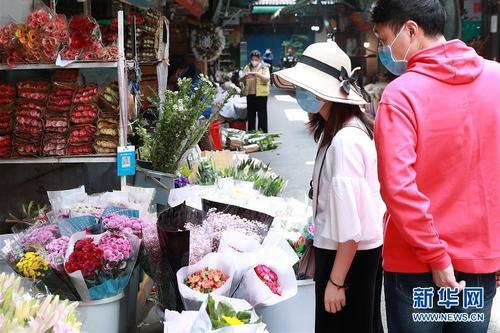 武汉:花卉市场人气渐旺