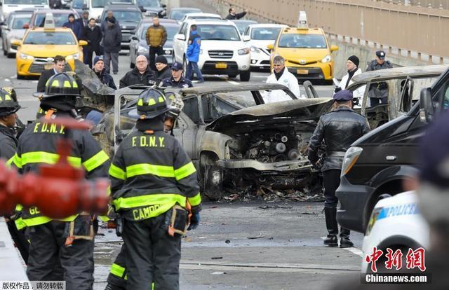 当地时间11月21日,美国纽约著名地标布鲁克林大桥发生车辆连环相撞事故,造成1人死亡,6人受伤。据悉,4辆汽车在布鲁克林大桥上连环相撞,其中3辆汽车起火。