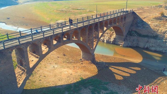 江西被淹40年老桥重见天日