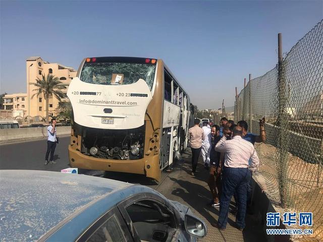 埃及一旅游巴士遭爆炸袭击图片 58789 640x480