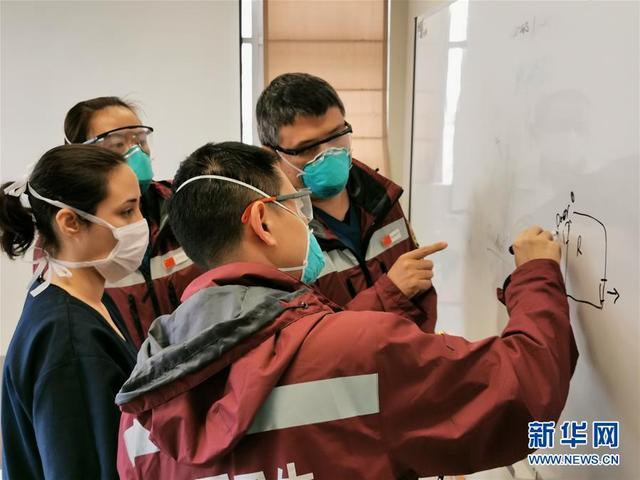 中国抗疫专家组查看秘鲁抗疫一线医院