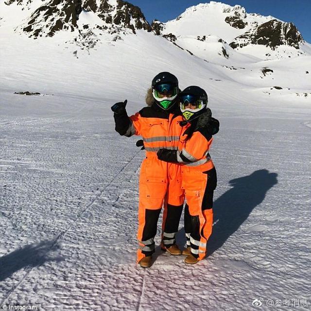 由于本周皇马没有比赛任务,C罗带着女友乔治娜开始了他们的短暂假期。24岁的乔治娜在自己的社交网站上发布了一系列照片,纪念自己的雪山之旅。