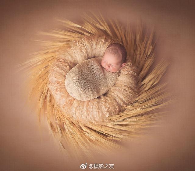 宝宝睡在手制的曼陀罗中,太可爱了!| Gaba Svarbu