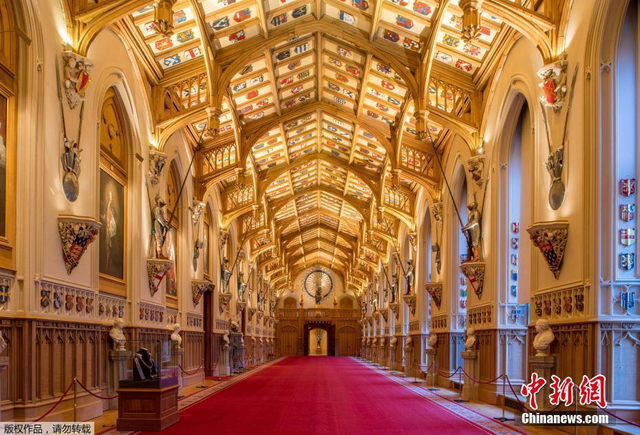 当地时间2018年2月9日,探访位于英国温莎城堡的圣乔治教堂,英国哈里王子和未婚妻梅格汉·马克尔的婚礼将于今年5月19日在这里举行。