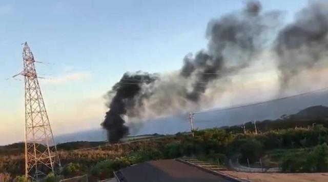 """日本共同社10月11日称,据日本冲绳县消防部门透露,有附近居民在电话中称,11日下午16时35分许,该县东村高江的美军北部训练场内""""有美军机坠落,冒起了黑烟"""","""