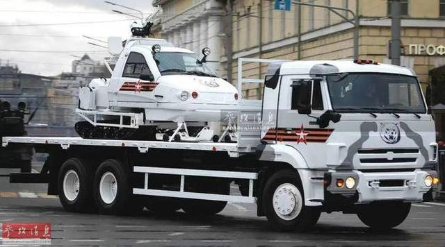 """据俄军公开数据显示,""""金雕-2""""武装雪地车全长3.87米、全宽1.73米、高1.97米,战斗全重仅1.5吨。该车雪上行驶速度每小时65千米,最大行程500千米。"""