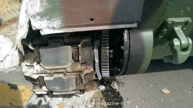 台军M113装甲车撞墙 侧减速器外壳开裂(鸣谢:weaponmagazine-肖宁)