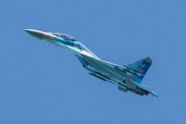 1992年苏联解体后,乌克兰军队拥有欧洲最多的军用飞机,仅次于俄罗斯,美国和中国。当时的乌克兰空军由4个空军,10个空军师,49个空军团,11个独立的中队组成,各种用途的军用飞机总数超过2800架。