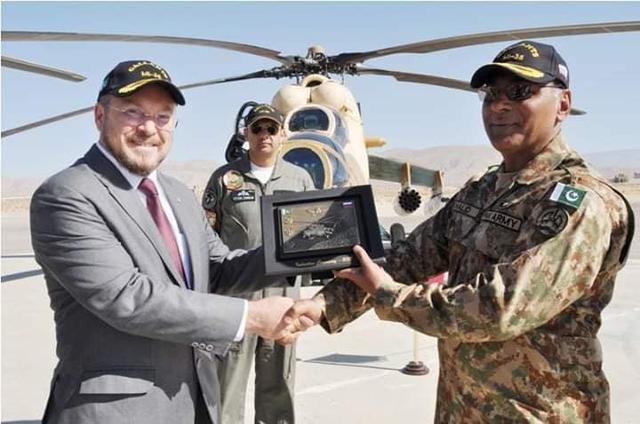 据巴基斯坦网络上出现的照片显示,12月4日,俄罗斯直升机公司正式向巴基斯坦转交了4架米-35M武装直升机。