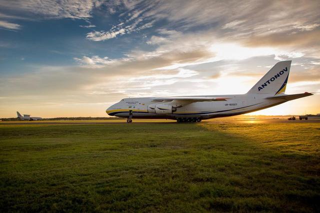 英国空军使用安-124大型运输机运输F-35战斗机的训练中心。