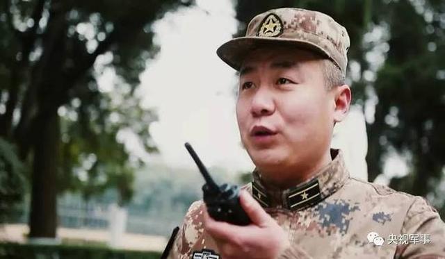 他叫孙宗伟,山东莒南人,西部战区某部警卫营营长。孙宗伟所在的警卫营,主要担负西部战区的驻地警卫和日常勤务保障等任务。