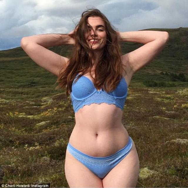 查莉自曝自己16岁刚刚进入模特行业时,就被嫌弃屁股太大,由于她的臀围是模特标准的两倍大,她频频被遭拒,公司还要求她必须把臀围要减到34英寸(86.36厘米),这令查莉在倍感自卑的同时陷入了疯狂减肥的状态。图为查莉旧照,身材丰腴的她笑起来甜美又阳光。