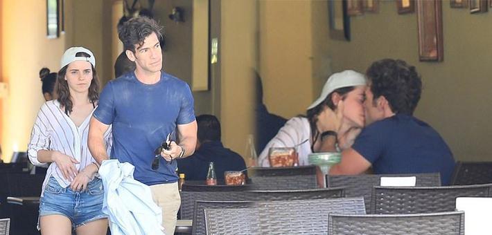 艾玛·沃特森与新男友隔桌甜蜜热吻