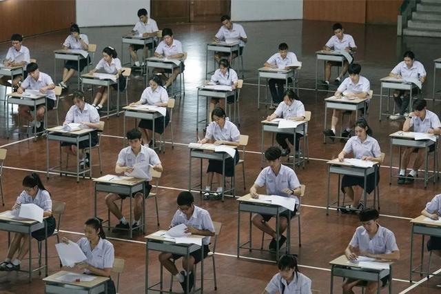 即将上映的电影《天才枪手》引发热议,这部作品改编自2014年中国大陆考生在美国大学入学考试SAT中,利用不同国家开考时间不同作弊的真实新闻。事实上,在我们生活中考试作弊手段也十分的先进。