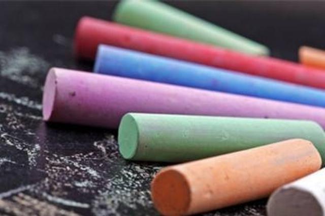 彩色粉笔,以前喜欢买来画着玩