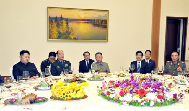 据了解,目前朝鲜居民每人每天粮食定量为八两,重体力工作者如煤矿工人的粮食定量则高于这个标准。