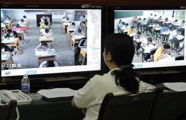 国每年有900多万中国学生参加高考,依托于快速发展的电子工业,中国最常见的反作弊方式是实时监控。
