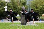感受被爱 超五成大学生表示毕业遗憾得到弥补