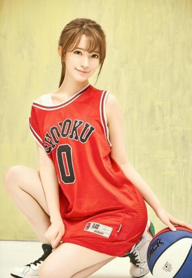 妩媚篮球宝贝 变身软萌可爱美少女