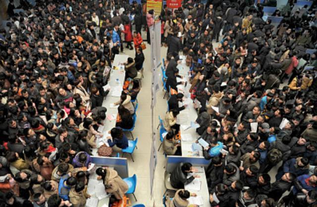 """7月11日是世界人口日,虽然中国是世界人口第一大国,但""""people mountain people sea""""绝对不是我国独有的景观,快来看看世界各地人山人海的场景吧!"""