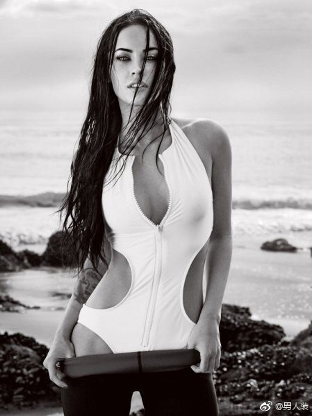 Megan Fox,还记得她在《变形金刚》开车盖那一幕吗?