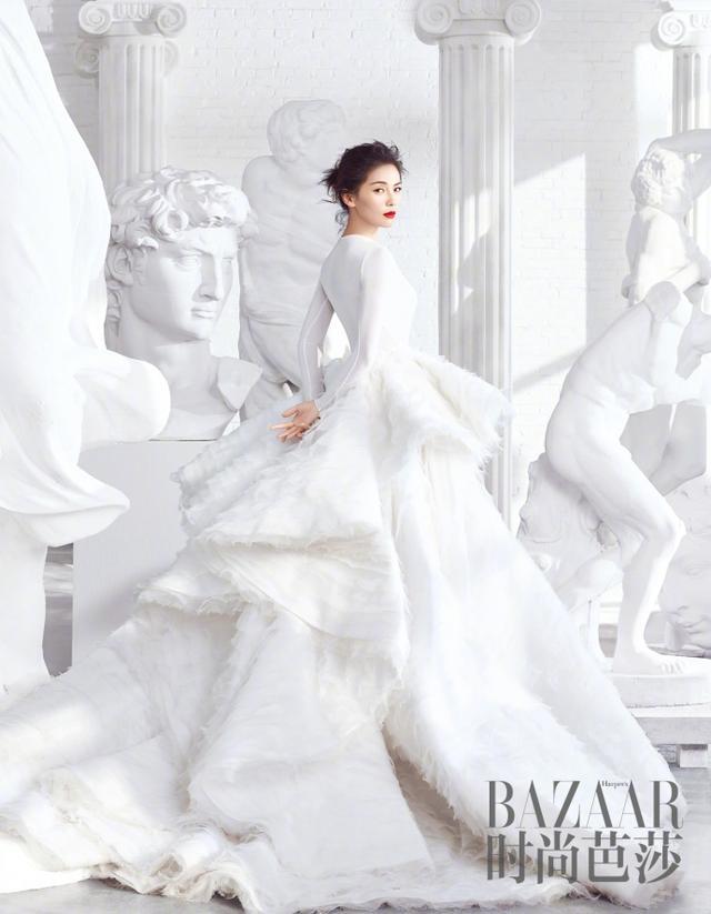 刘涛笑容中永远透露着自信魅力,举手投足之间尽显成熟优雅,刘涛在雕塑中游走气场全开,优雅绽放真我。从来不局限于固定标签,她用不断挑战自我的方式迸发出更多的可能性。