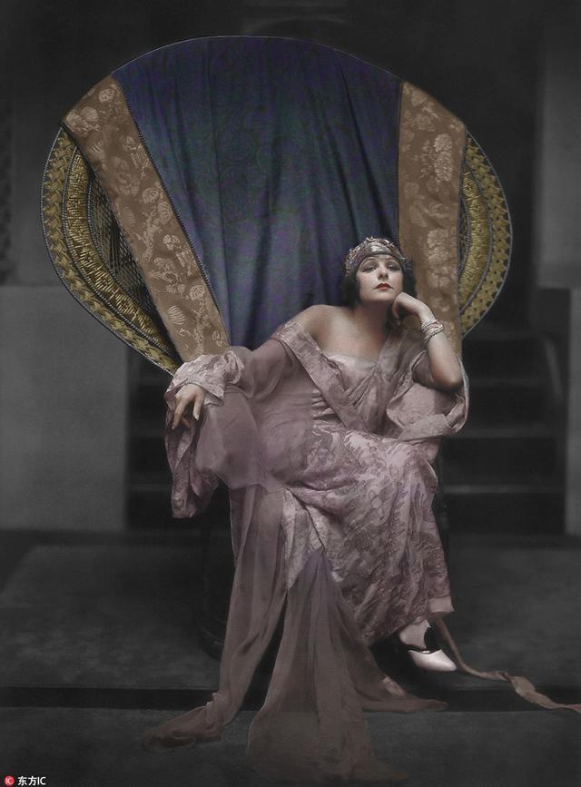 """爱尔兰艺术家Matt Loughrey 为一组黑白老照片上色,用色彩""""复活""""了无声电影时期的顶尖女明星。"""