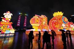 Fancy lanterns create festive atmosphere in Jiangxi