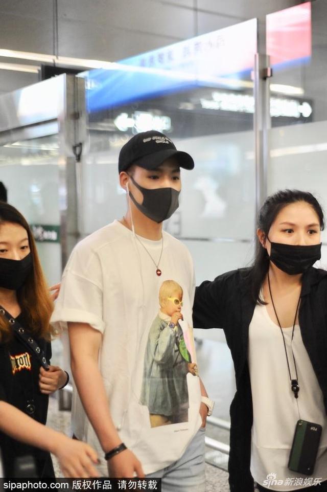 2018年5月15日,上海,董又霖抵达上海虹桥机场。