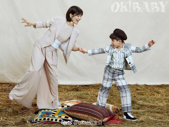新浪娱乐讯 胡可带着儿子安吉为杂志拍摄的最新大片曝光,照片中母子二人温馨有爱,小暖男安吉古灵精怪,可爱笑容萌化你心!