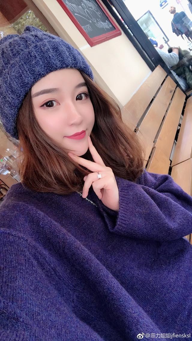 新浪娱乐讯 日前,王思聪前女友雪梨在微博晒出一组自拍美照,准妈妈依旧清纯水嫩,而且气色超好的。