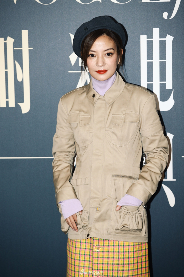 新浪娱乐讯 11月7日,某杂志时装电影盛典在北京举行,图为众星亮相红毯。(摄影/王博)
