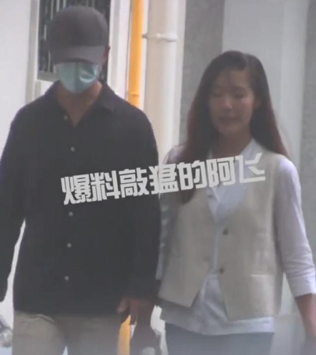黄轩晒聊天记录承认恋情:你拍了拍女朋友
