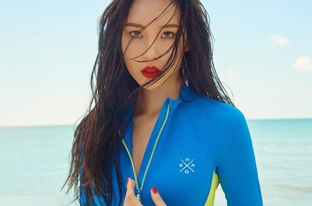 新浪娱乐讯 韩国女歌手宣美近日为代言品牌拍摄一组宣传照,大秀完美比例的身材而吸引了人们的目光。吕东垠/文 版权所有Mydaily禁止转载