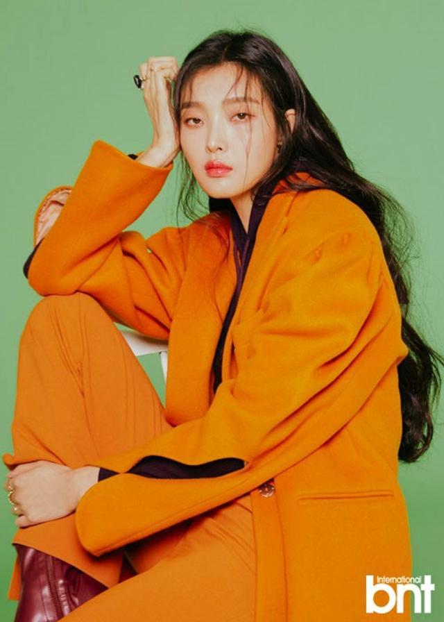 新浪娱乐讯 韩国女模特金成喜为某时装杂志拍摄的一组照片今天首次曝光,金成喜有着独特魅力的五官和完美比例的身材吸引了人们的目光。吕东垠/文 版权所有Mydaily禁止转载