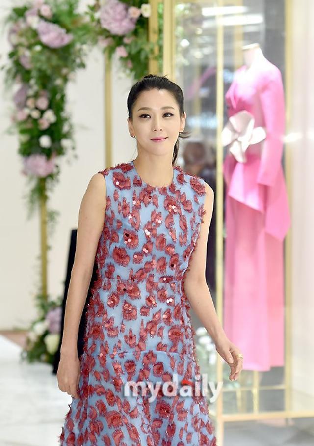 新浪娱乐讯 9月14日下午,韩国女艺人韩高恩在首尔出席了某品牌举行的宣传活动。吕东垠/文 版权所有Mydaily禁止转载