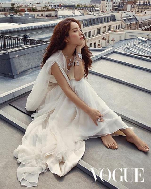 新浪娱乐讯 韩国女艺人韩智敏今天在她的社交网站发布了一组不久前她在法国巴黎拍摄的杂志写真,吸引了众多粉丝点击观看。吕东垠/文 版权所有Mydaily禁止转载