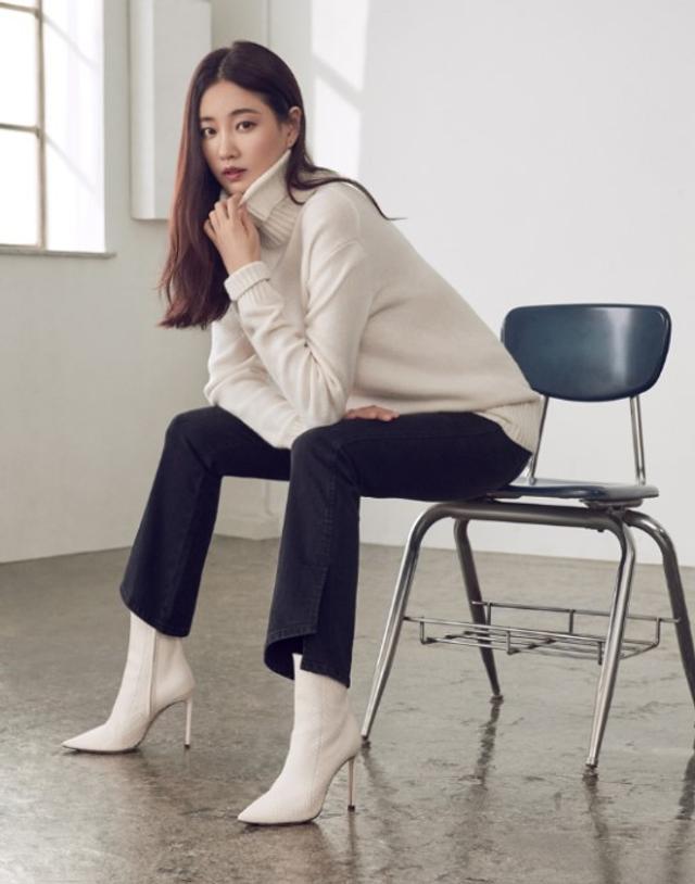 新浪娱乐讯 韩国女艺人金莎朗为代言品牌拍摄的一组最新冬装宣传照今天首次曝光,吸引了众多粉丝的目光。吕东垠/文 版权所有Mydaily禁止转载